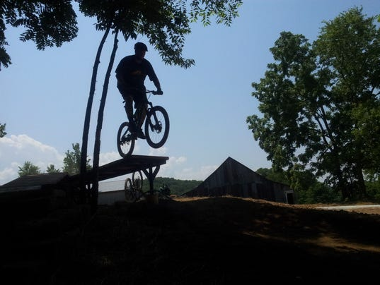 Lead mountain bike photo