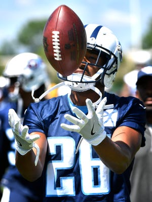 Logan Ryan makes a catch during Titans OTAs on May 31, 2017.