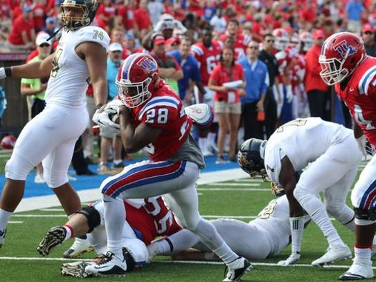 Louisiana Tech running back Kenneth Dixon scores one