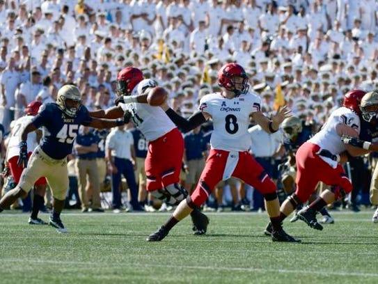 Cincinnati Bearcats quarterback Hayden Moore (8) drops