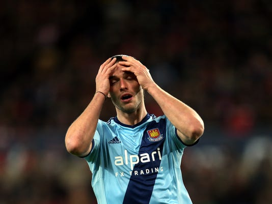 West Ham United's Andy Carroll reacts after failing to score during their English Premier League soccer match against Sunderland at the Stadium of Light, Sunderland, England, Saturday, Dec. 13, 2014. (AP Photo/Scott Heppell)
