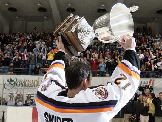 Knoxville's Kevin Swider holds up the President's Cup