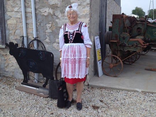 -KEW 0809 Czech Fest dress.JPG_20140805.jpg