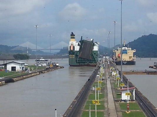 635802617021472045-ships-at-Panama-Canal