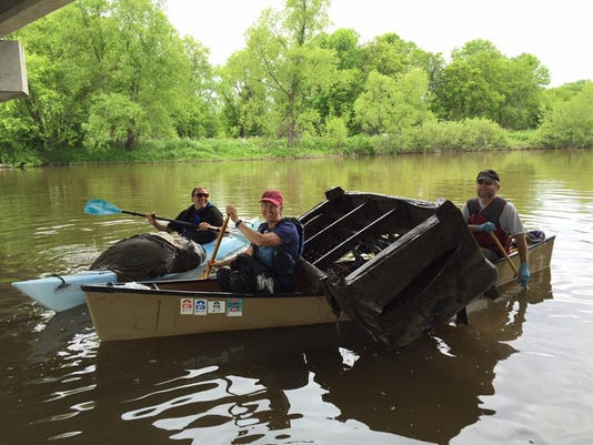 636009863687907658-4-June-2016-River-clean-up-crew-with-box-spring.jpg