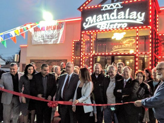 Garden City Mayor Randy Walker is joined by Business Alliance members to welcome Mandalay Bistro.