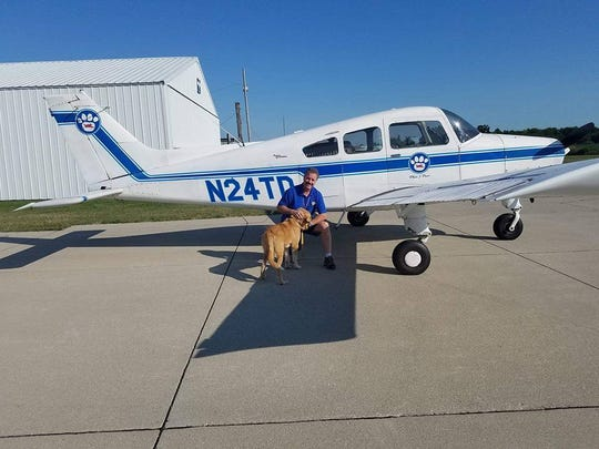 Pilot Tom Bragg volunteered to fly Bear from Rockwell City, Iowa, to Prairie du Chien