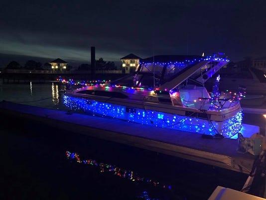 636477333549230444-Boat-Parade-1.JPG