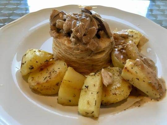 Vol au vent with roasted mushrooms, chicken and creme