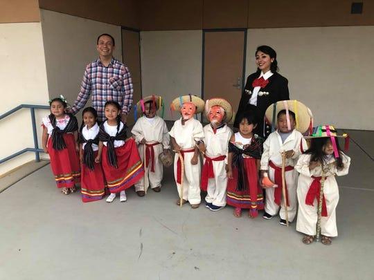 Este año, una docena de maestros de México visitó el condado de Monterey para compartir su cultura y tradiciones con los estudiantes locales como parte del Programa de Maestros para la Educación Binacional de los Migrantes.