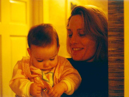 Wendy Kanter with Anna-Gene O'Neal's daughter, Ayla O'Neal, in 1994