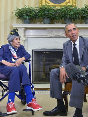 President Barack Obama meets with the country's oldest living veteran, 110-year-old Emma Didlake, in the Oval Office of the White House on July 17, 2015 in Washington, DC.  Didlake is a longtime Detroit resident and veteran of the Women's Army Auxiliary Corps(WAAC) during World War II.
