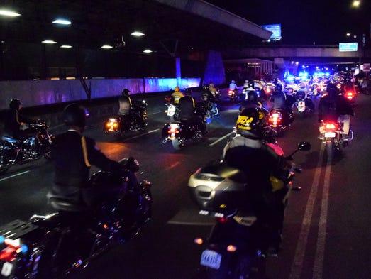 Decenas de motociclistas acompañaron el cortejo hasta