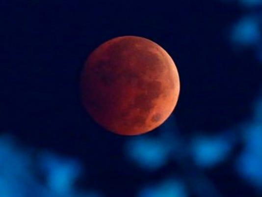 635483566105607956-Lunar-Eclipse-Kola