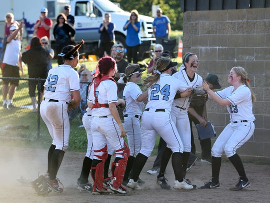 South Salem defeats Sprague 7-6 in the second round of the OSAA Class 6A state playoffs on Wednesday.