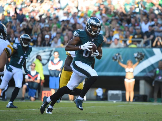 Philadelphia Eagles wide receiver Jordan Matthews (81) carries the ball after a catch en route to a touchdown in the second quarter against the Pittsburgh Steelers at Lincoln Financial Field.