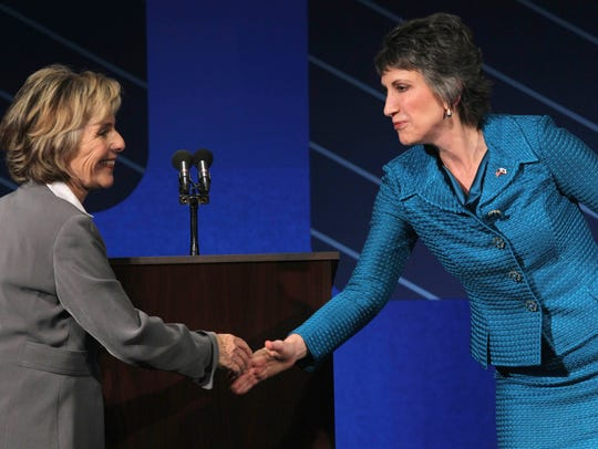 Sen. Barbara Boxer, D-Calif., left, shakes hands with