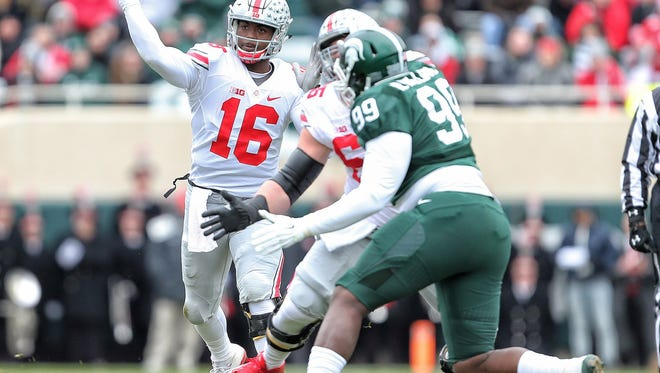 J.T. Barrett (16) and Ohio State defeated Raequan Williams (99) and Michigan State last year in East Lansing, 17-16.