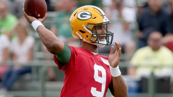 Aaron Nagler speaks with Michael Cohen about the young Packers quarterbacks habit of holding onto the ball during minicamp. (June 14, 2018)