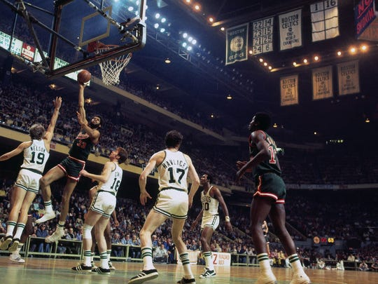 BOSTON - 1974:  Kareem Abdul-Jabbar #33 of the Milwaukee Bucks shoots against Dave Cowens #18 of the Boston Celtics during a game played in 1974 at the Boston Garden in Boston, Massachusetts. NOTE TO USER: User expressly acknowledges and agrees that, by downloading and or using this photograph, User is consenting to the terms and conditions of the Getty Images License Agreement. Mandatory Copyright Notice: Copyright 1974 NBAE (Photo by Dick Raphael/NBAE via Getty Images)