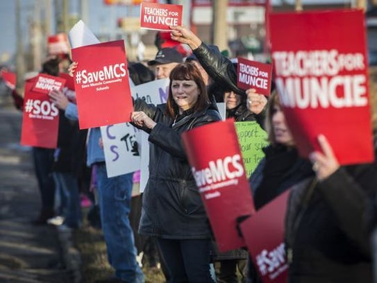Patrons rally for Muncie Community Schools