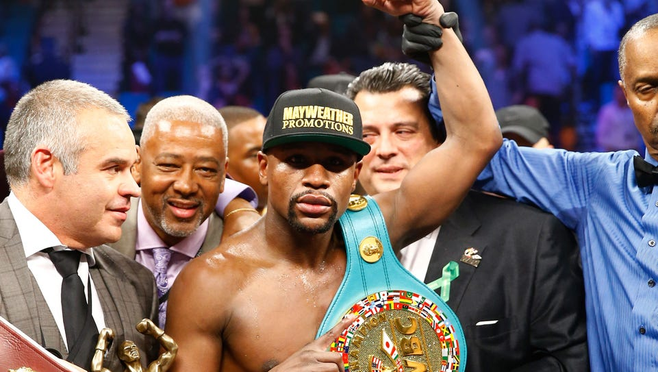 Floyd Mayweather Jr. celebrates the unanimous decision