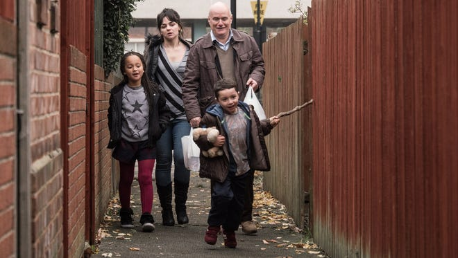 Daniel (Dave Johns) is a defiant 59-year-old carpenter who is cautioned not to go back to work after a severe heart attack.