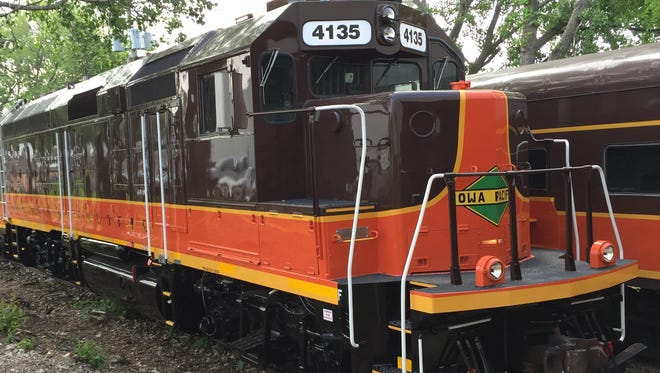 Business class food and beverage service were added Friday, Oct. 9, 2015, to the Hoosier State train operated by state contractor Iowa Pacific Holdings.