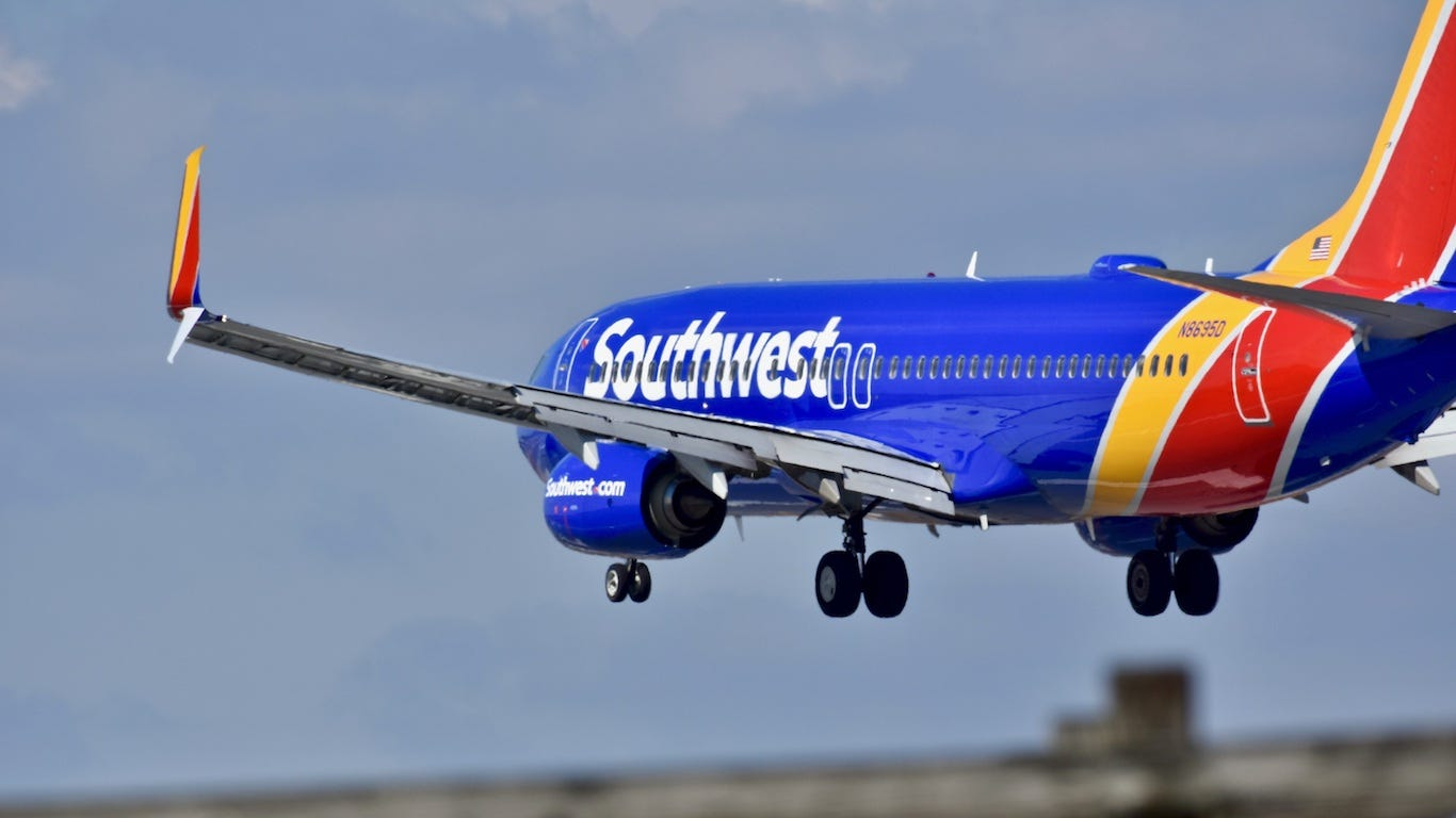 Popular airlines flying to Las Vegas