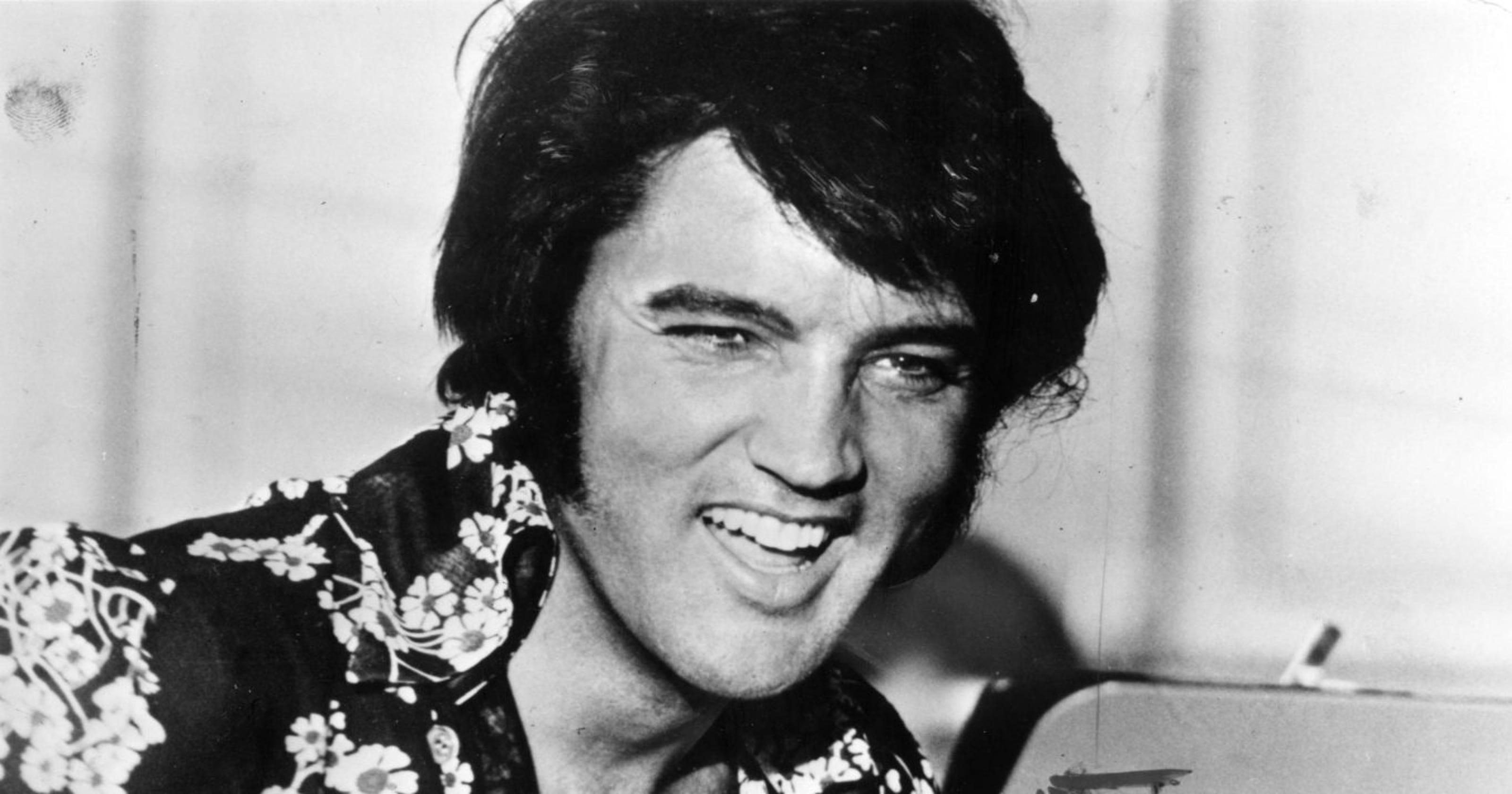 Hasil gambar untuk Donald Trump honors Elvis Presley, Babe Ruth in first Medal of Freedom ceremony