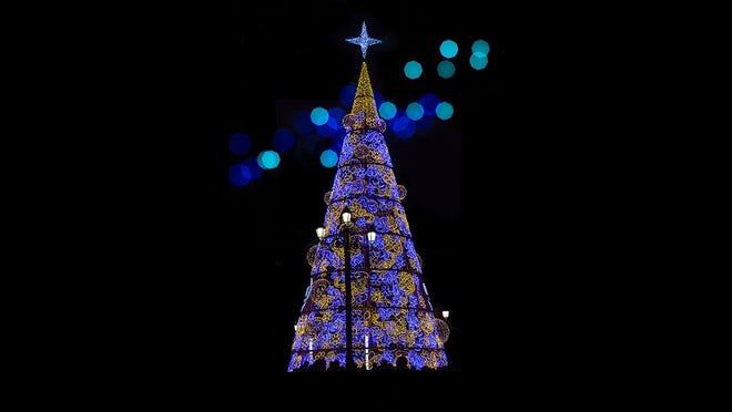 25 Stunning Christmas Light Displays