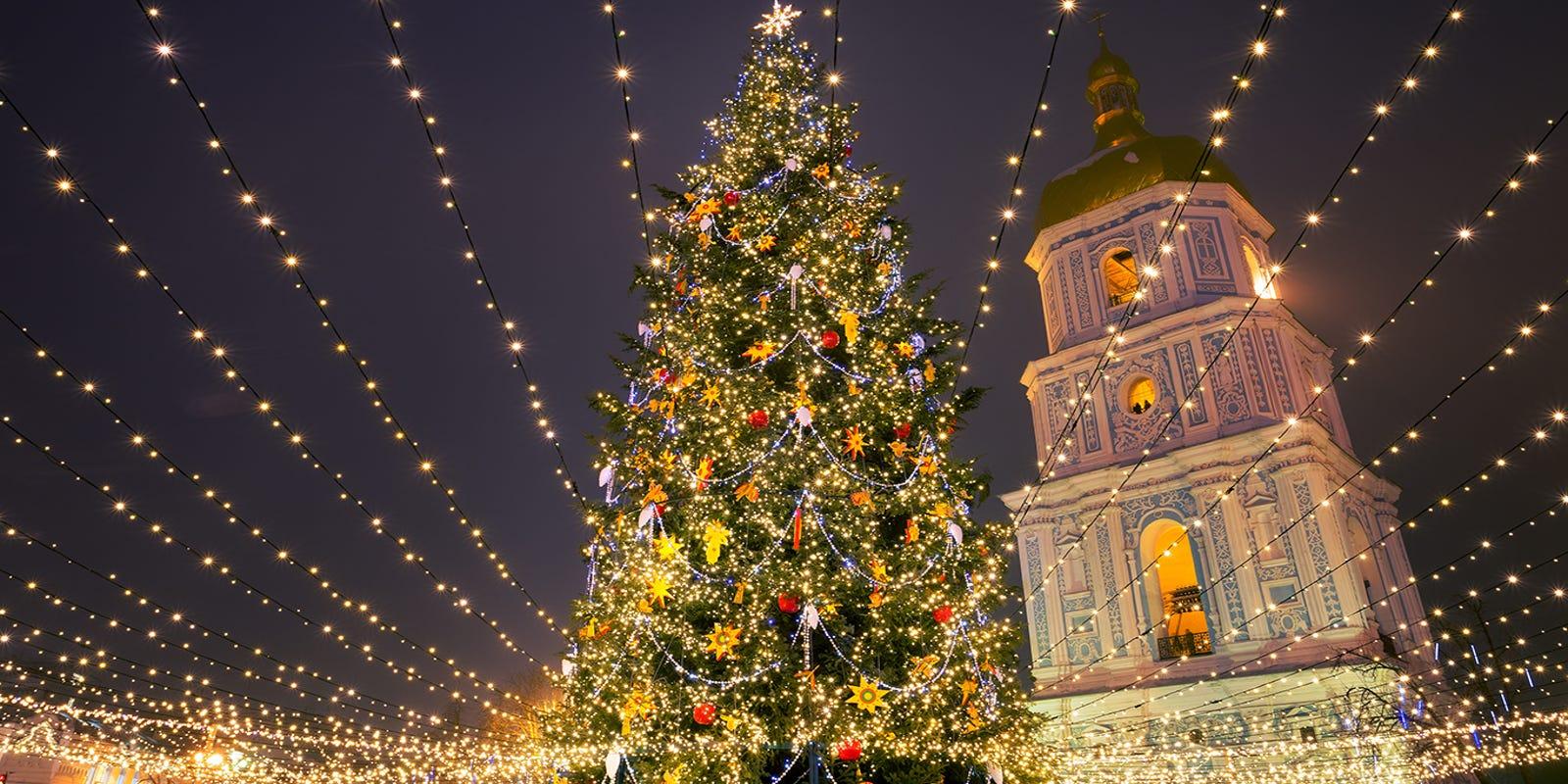 25 stunning Christmas light displays around the world