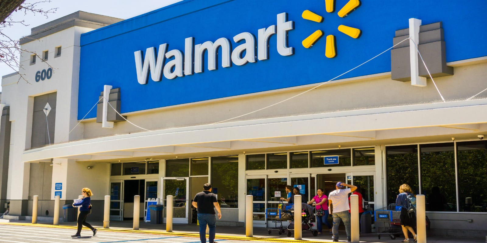 Walmart wages: What do Walmart managers and hourly workers make?