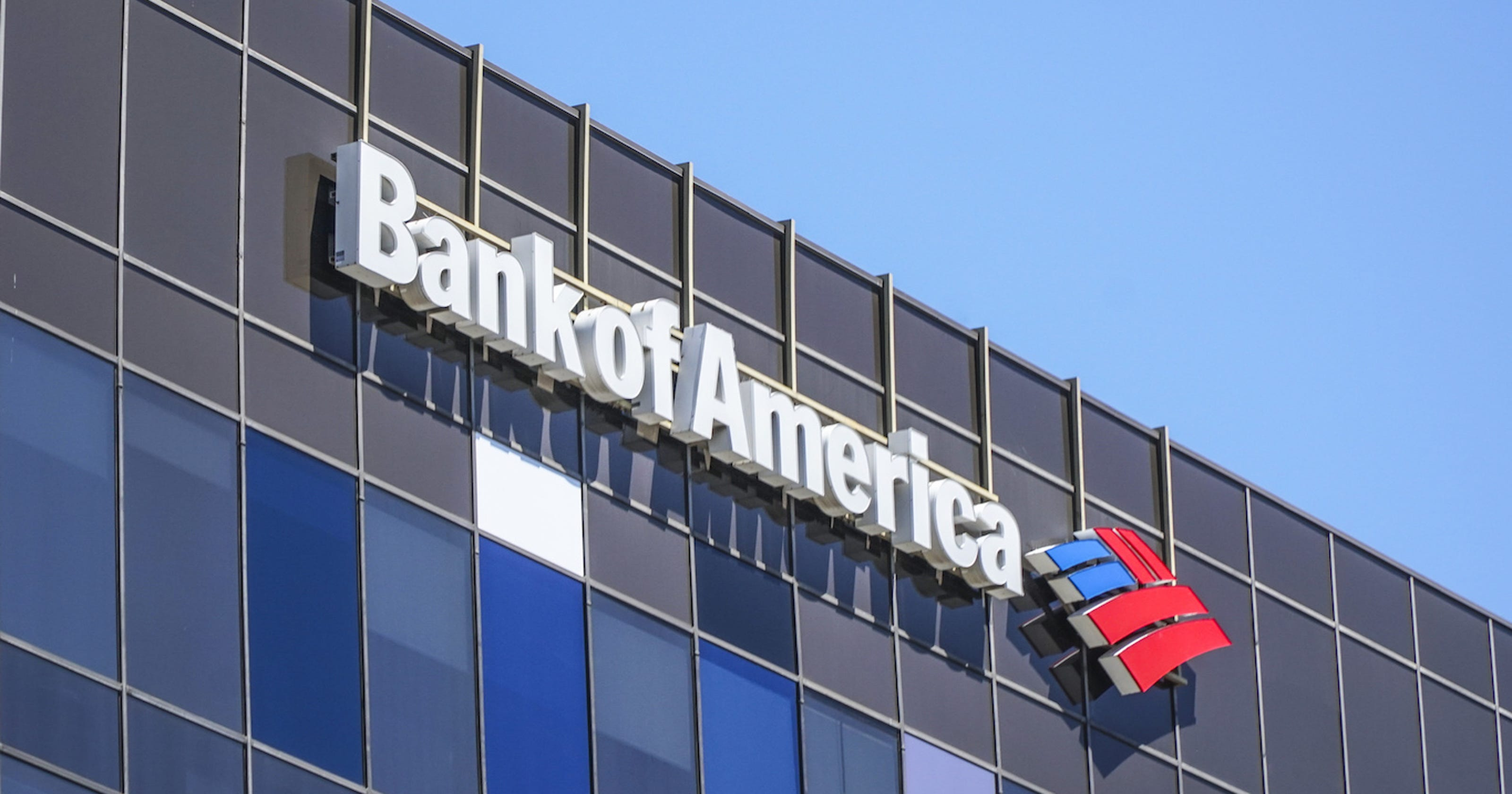 Minimum wage: Bank of America starting pay to reach $20 by 2021