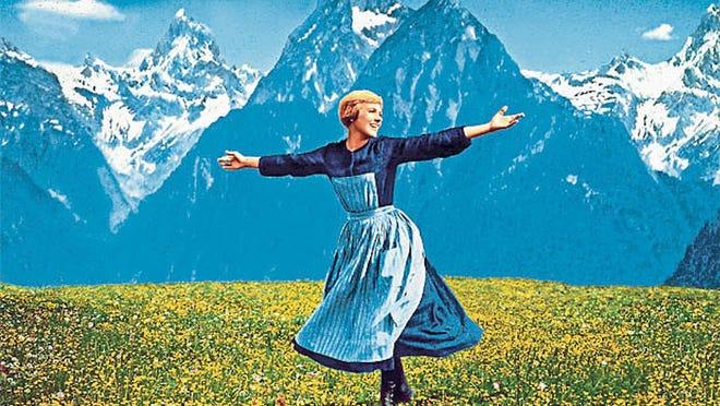 """Julie Andrews joue Maria dans """"Le son de la musique."""""""