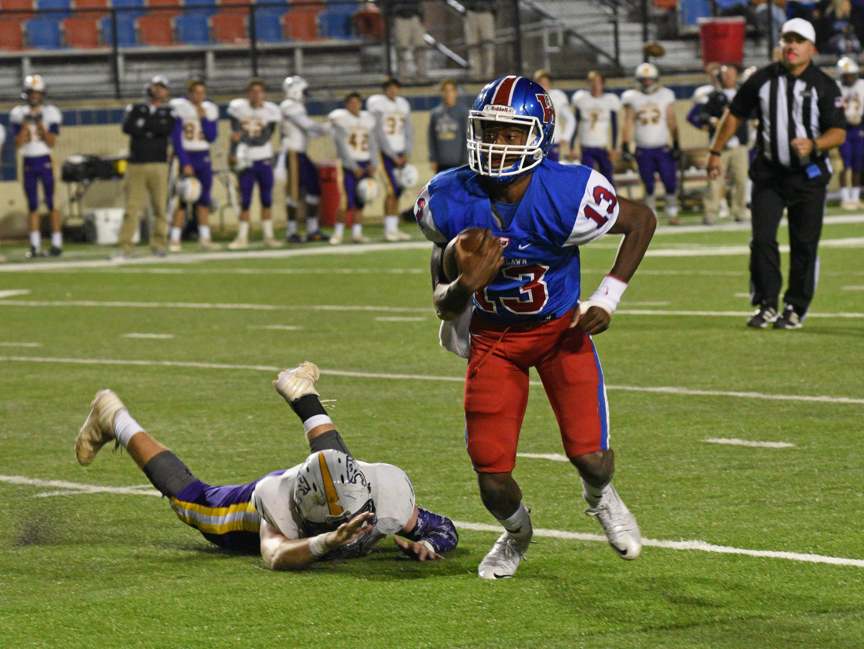 Woodlawn's Josh Mosley runs the ball against Benton at Shreveport's Independence Stadium.