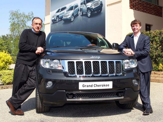 Sergio Marchionne, left, and Jeep CEO Mike Manley pose