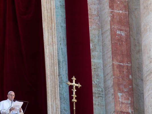 TOPSHOT-VATICAN-POPE-CHRISTMAS-URBI-ORBI