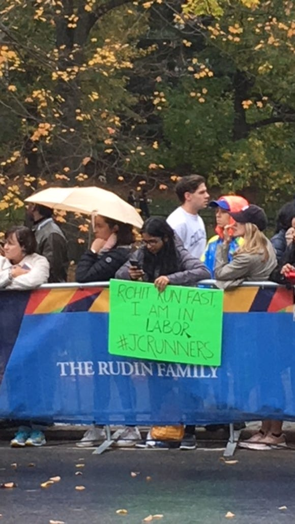 The 15 best and funniest signs from the 2017 NYC Marathon