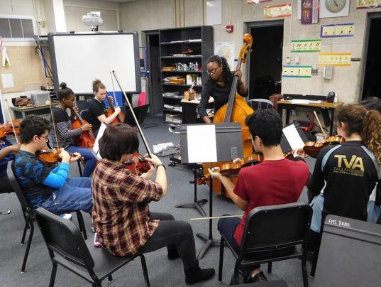 636238715694343568-Devan-Moore-leads-students-in-the-Fairview-full-orchestra-program.JPG