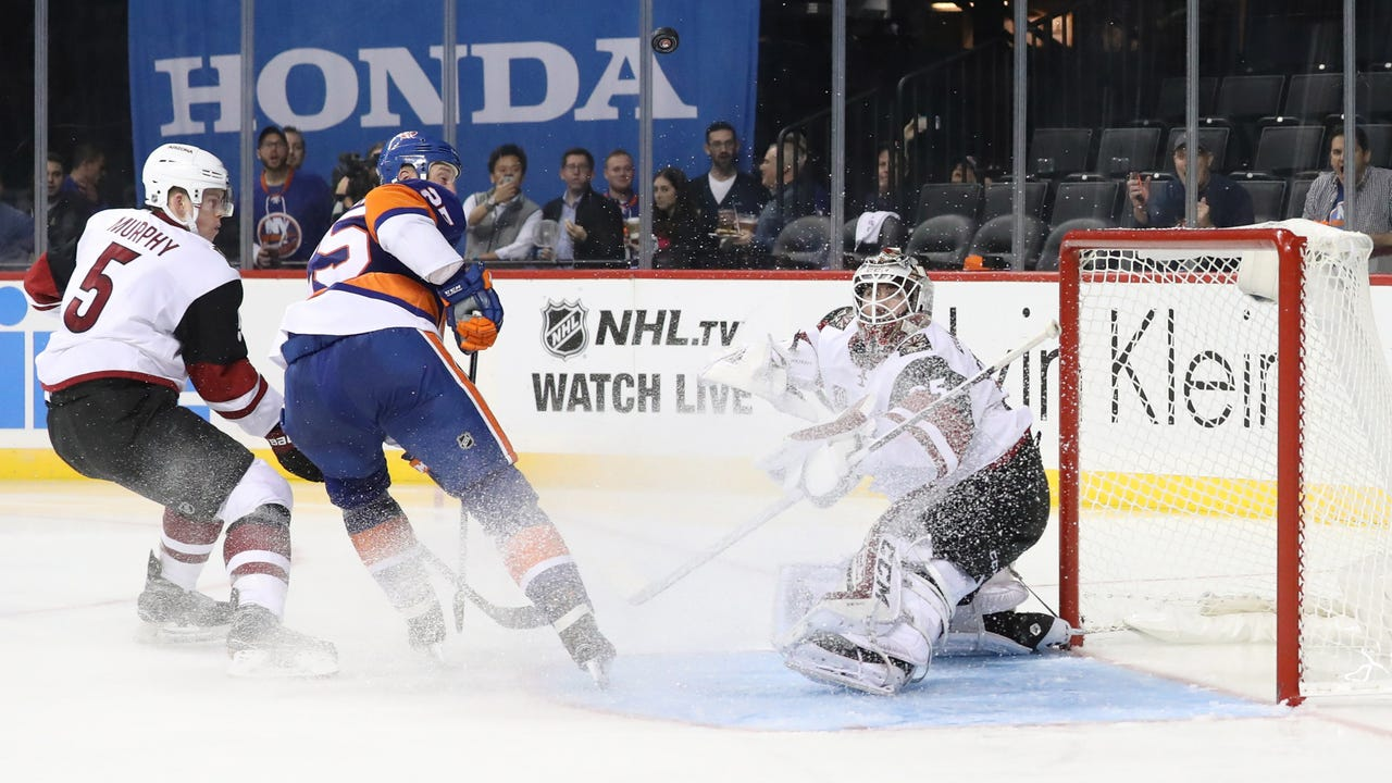 Coyotes insider Sarah McLellan looks at the plus and minus in the loss to the Islanders. (Sarah McLellan/azcentral sports)