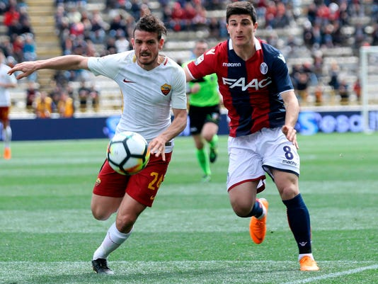 Roma's Alessandro Florenzi, left, and Bologna's Riccardo Orsolini go for the ball during the Serie A soccer match between Bologna and Roma at the Renato Dall'Ara stadium in Bologna, Italy, Saturday, March 31, 2018. (Giorgio Benvneuti/ANSA via AP)