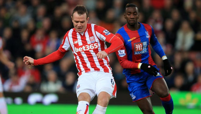 Stoke City's Glenn Whelan, left, and Crystal Palace's Yannick Bolasie battle for the ball  during the English Premier League soccer match at the Britannia Stadium, Stoke, England, Saturday Dec. 19, 2015.