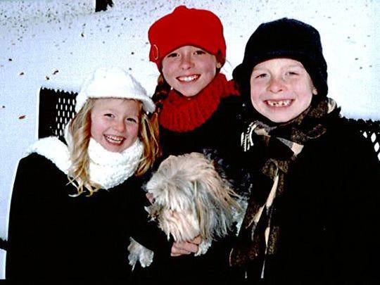 Olivia Stoffel (center)