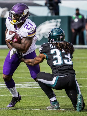 Eagles corner Ron Brooks (No. 33) injures his leg trying to tackle Vikings running back Jerick McKinnon (No. 21) in the first quarter.