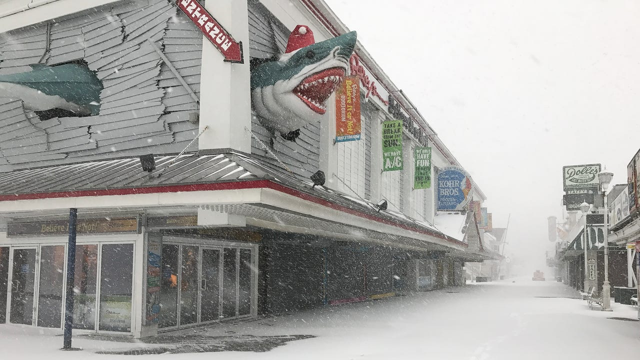 Raw video footage from Ocean City, Md. snow storm on Jan. 7, 2017.