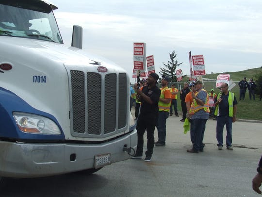 Picketers greeted arriving truckers with jeers on Oct. 10, the second day of a strike at the Arbor Hills landfill. By Friday, Advanced Disposal and unionized equipment operators and mechanics had reached a contract, ending the strike.