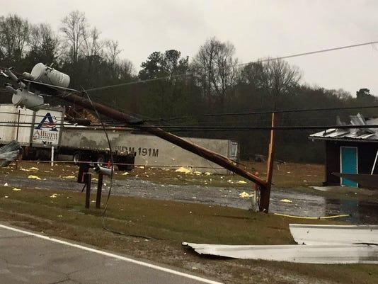 636189700314440836-Miss.-storm-damage.jpeg