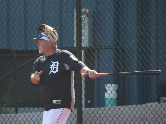 New Detroit Tigers manager Ron Gardenhire shags fly