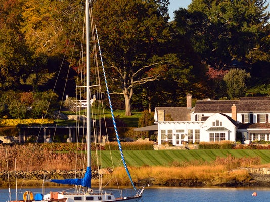 greenwich-connecticut-richest-towns-square.jpg